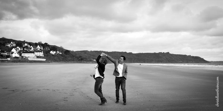 Photographe séance engagement Bretagne plage des Rosaires Plérin Christelle ANTHOINE 3