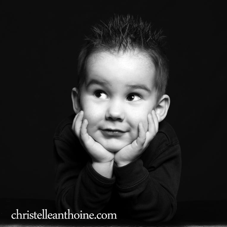 Christelle Anthoine Photographe portrait enfant noir et blanc bretagne saint brieuc