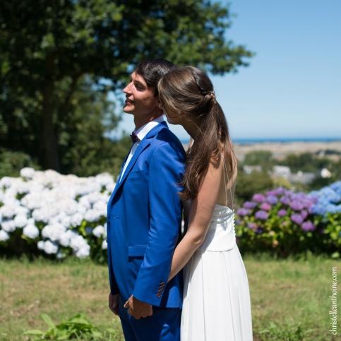 Photographe mariage bretagne mariés plougrescant côtes d'armor -55